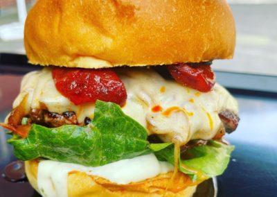 Ein saftiger Rindfleisch Burger von Staude Streetfood Catering